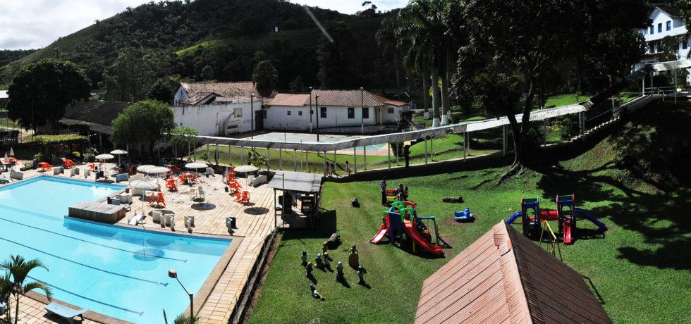 NATAL NO HOTEL FAZENDA STA BÁRBARA COM CHEGADA DE PAPAI NOEL E CEIA